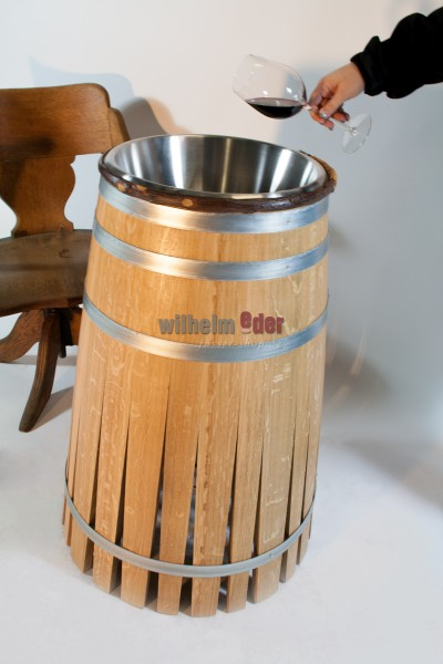 Spitting cup in the form of a barrel