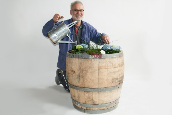 Flower pot made of ¾ 225 l barrels