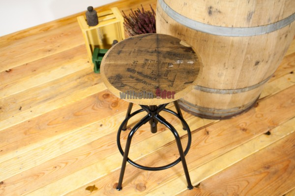Whisky stool - height-adjustable
