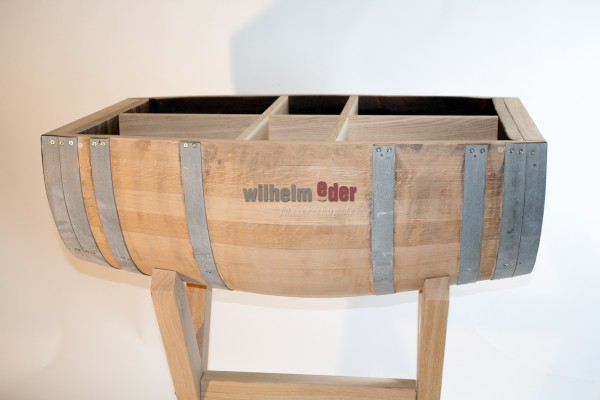Table made of a half barrel - horizontal